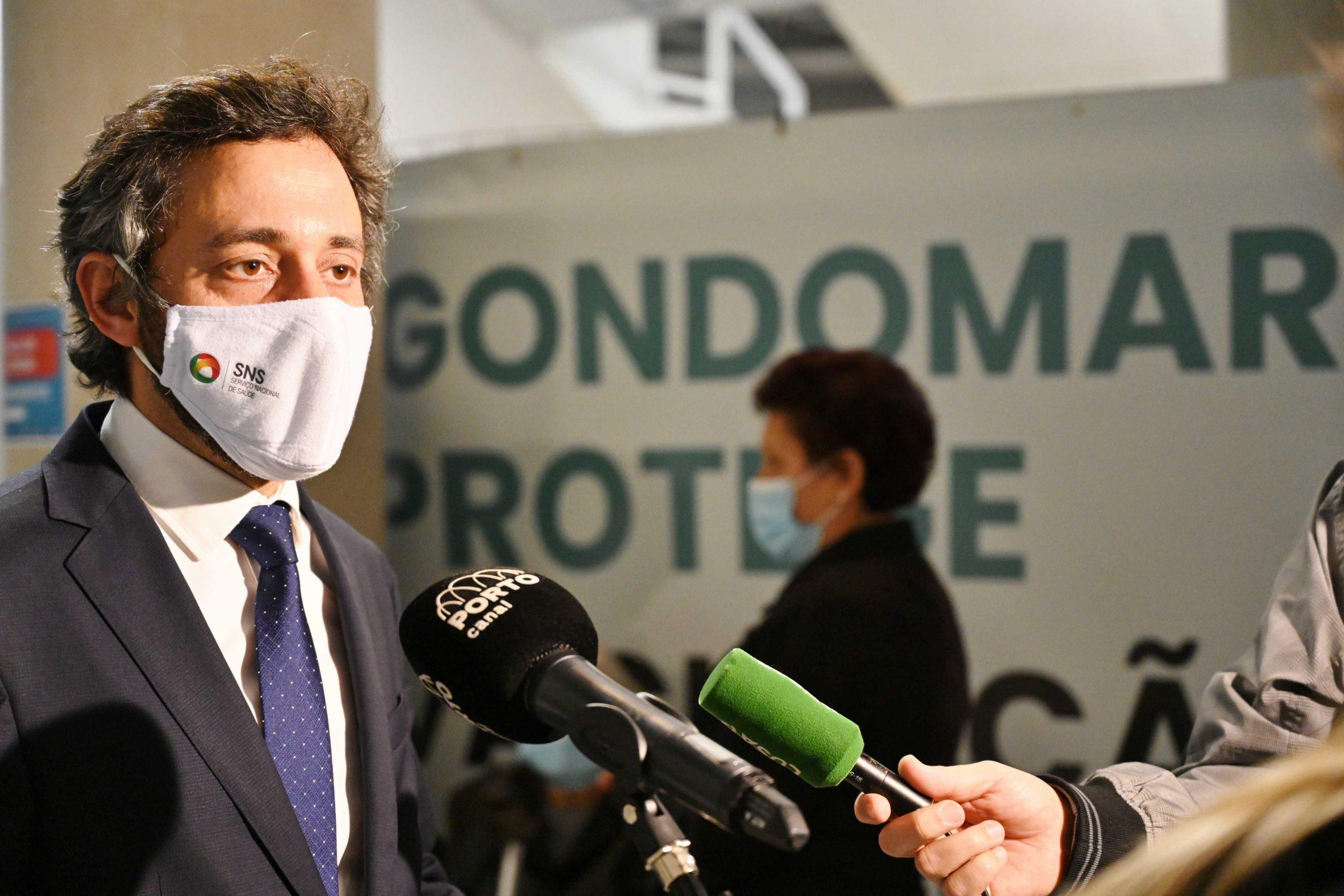 Secretário de Estado, Eduardo Pinheiro, visita o Centro de Vacinação Municipal no Multiusos de Gondomar