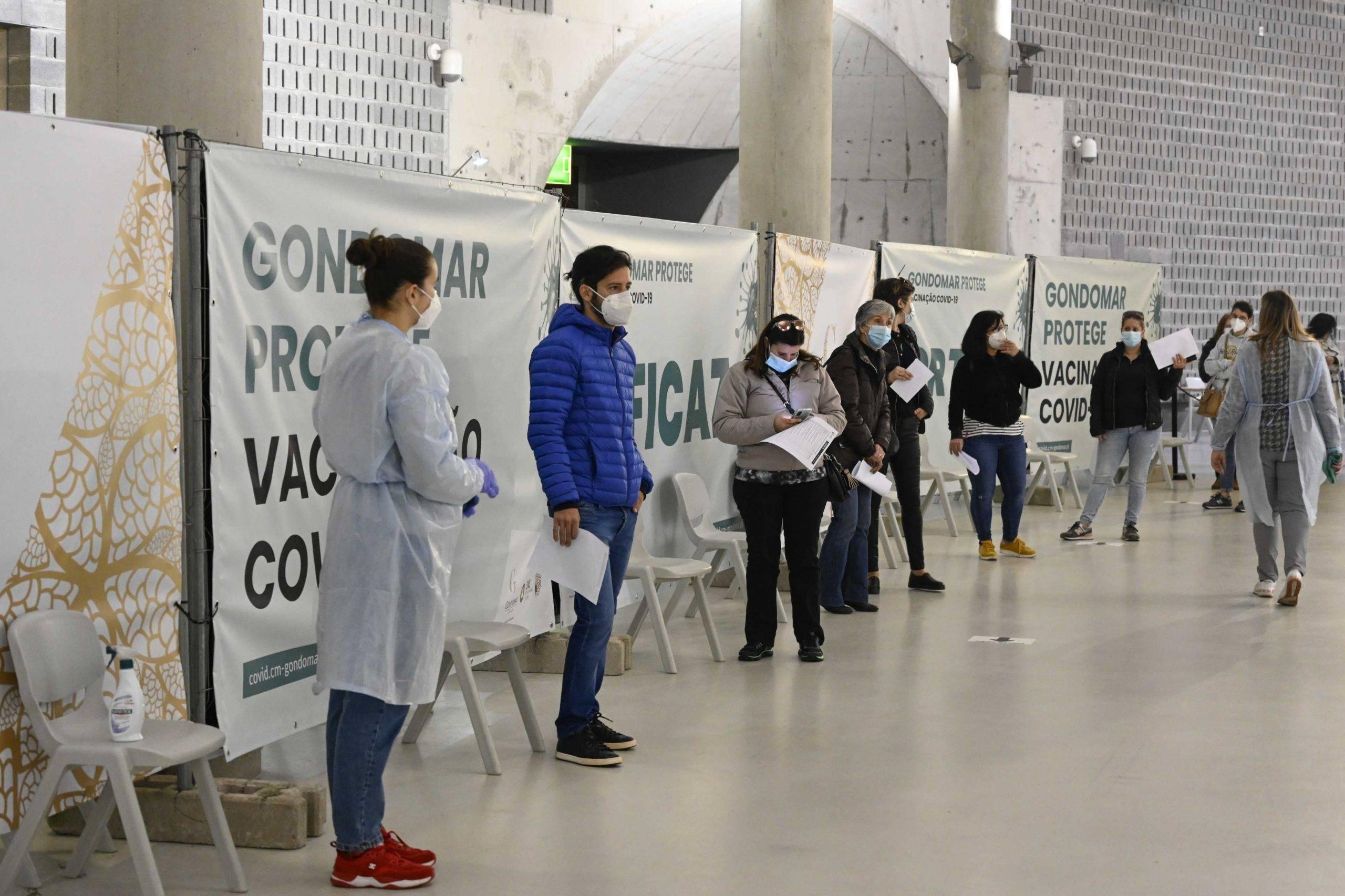 Mais de 1100 professores e funcionários começam a ser vacinados em Gondomar 2