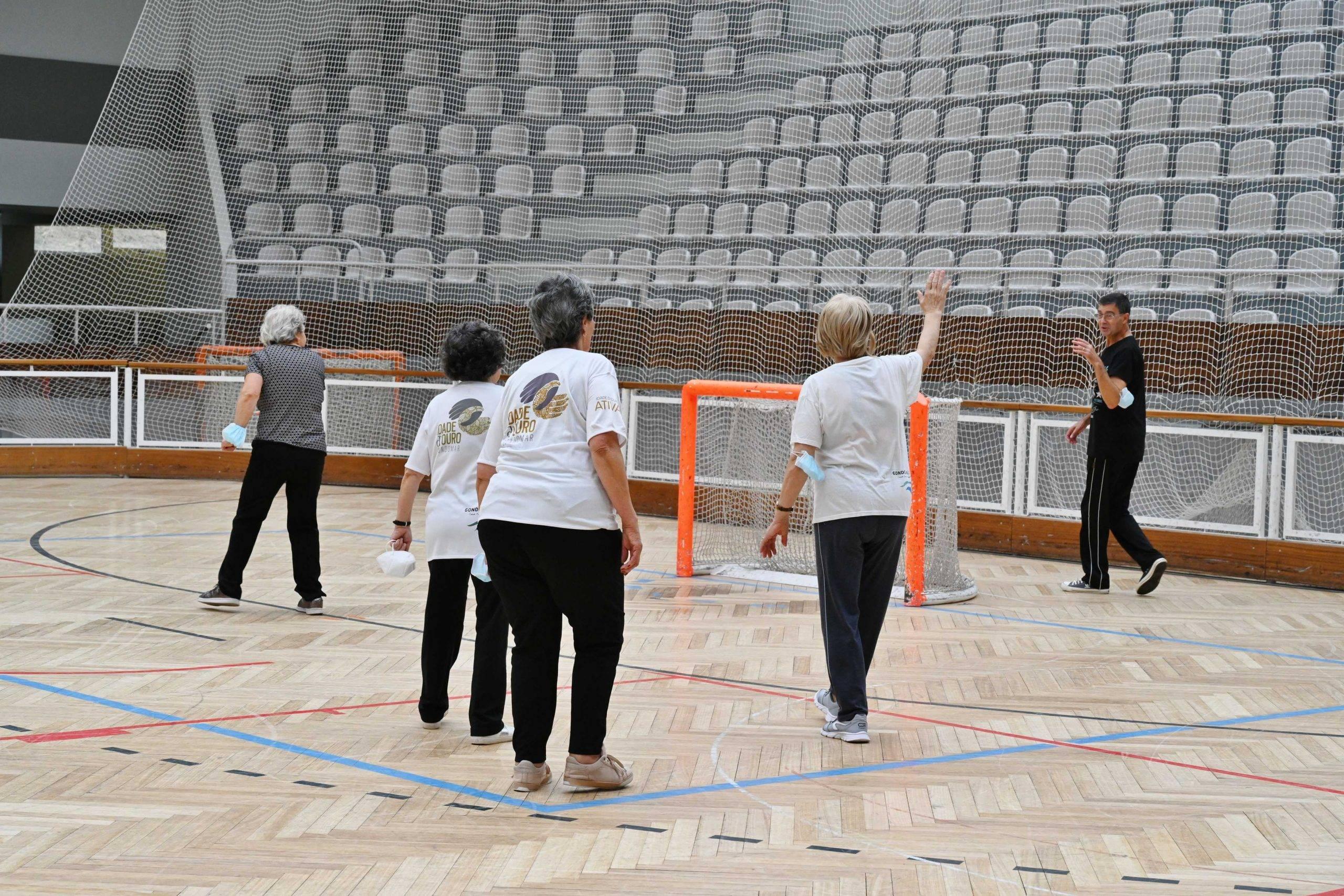 Retomadas as aulas de ginástica do Programa Idade D'Ouro