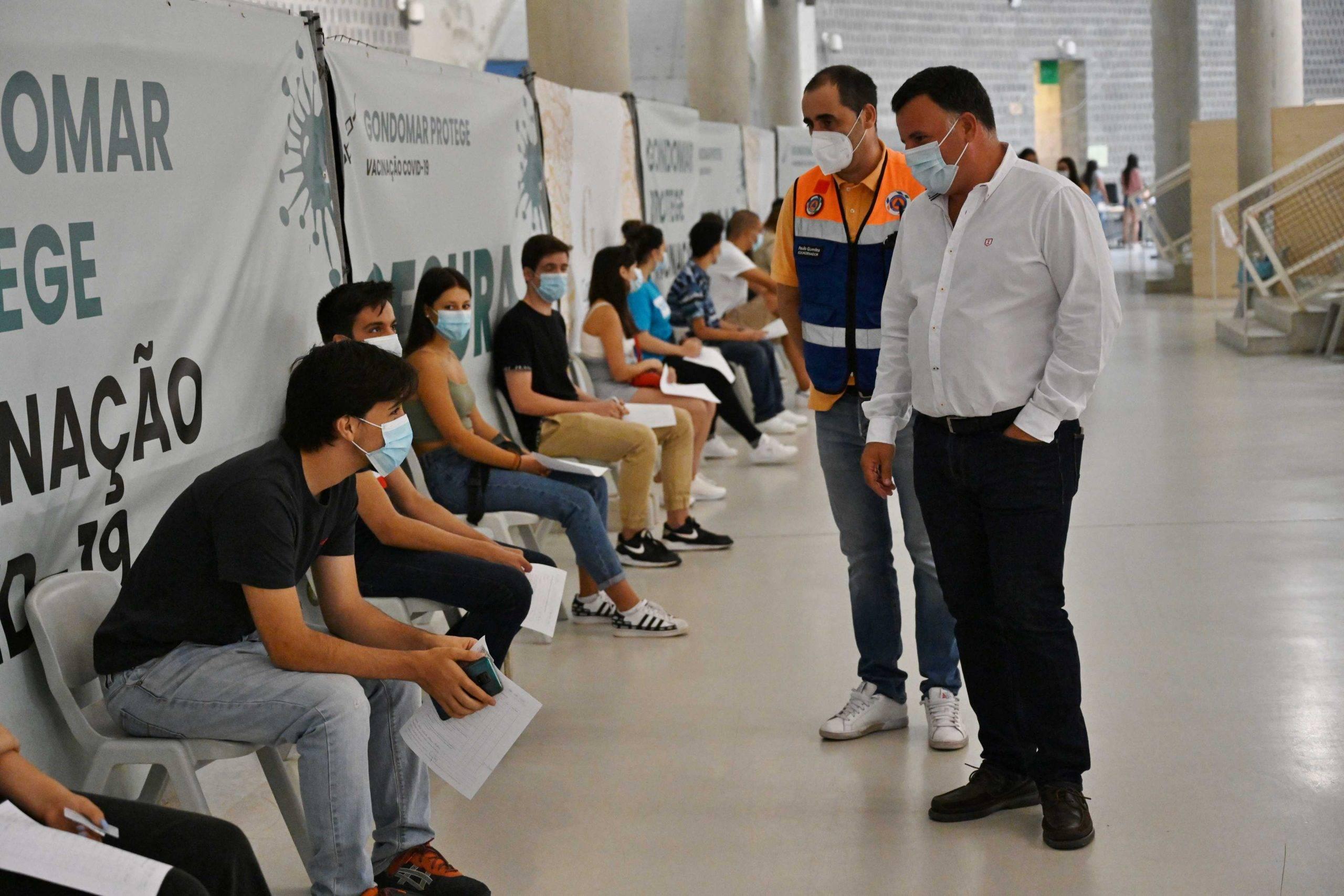 Cerca de 2700 jovens de 16 e 17 anos vacinados este fim-de-semana